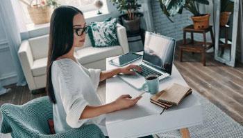 2021.mujer .que .busca .un .abogado.en .internet • Atlántico Legal • abogado